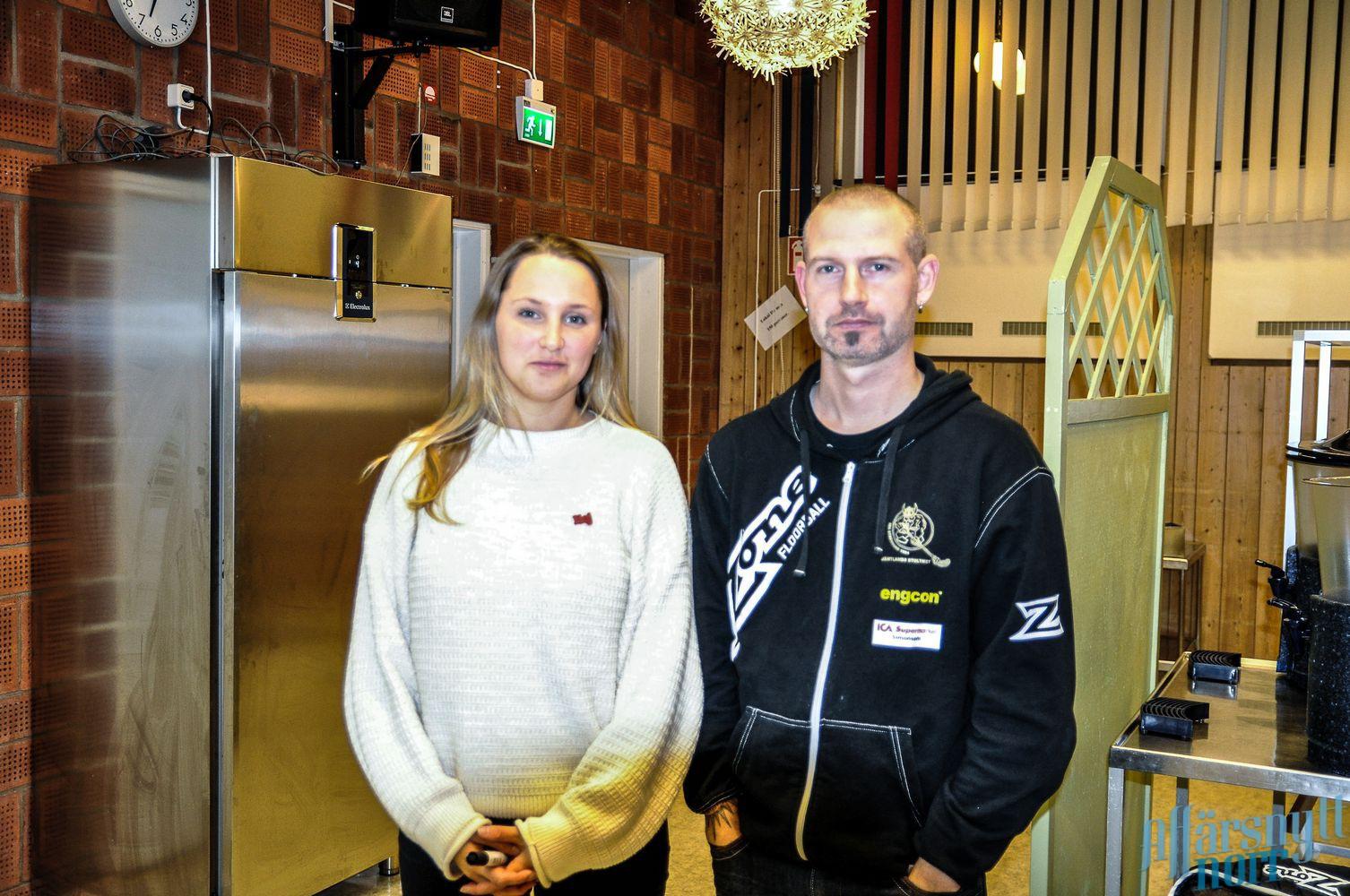 Representant från föreningen Friends Hilda Forssell och IBK tränaren Tommy Lövgren. Foto: Cathrine Ericson.