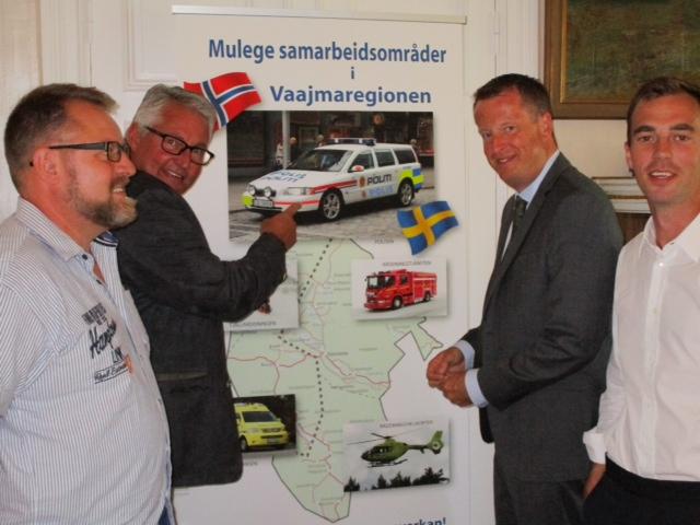 Bildprivat. Göran Bergström presenterar svensk/norskt samarbete. Anders Ygeman och Kalle Olsson