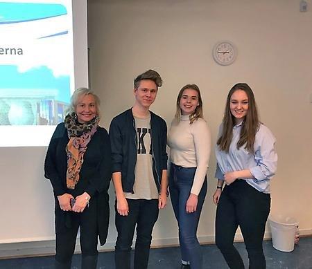 F.v. Ariane Rodert, Daniel Persson, Kajsa Karlsson och Maja Lindberg är eleverna som åker till Bryssel i början av april.//Linnéa Johansen.