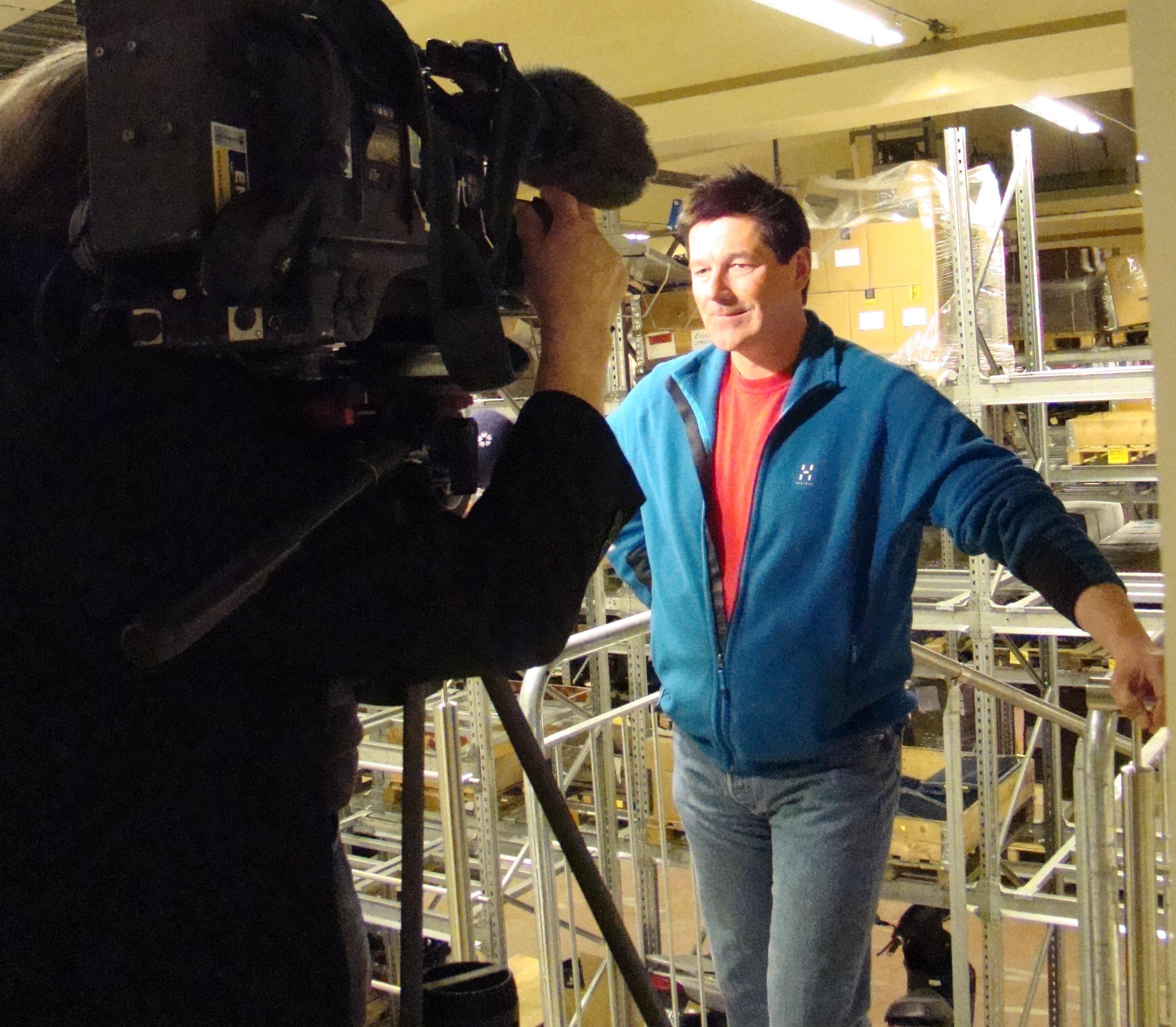 Arkivbild. Stig Engström intervjuas av utländsk press.