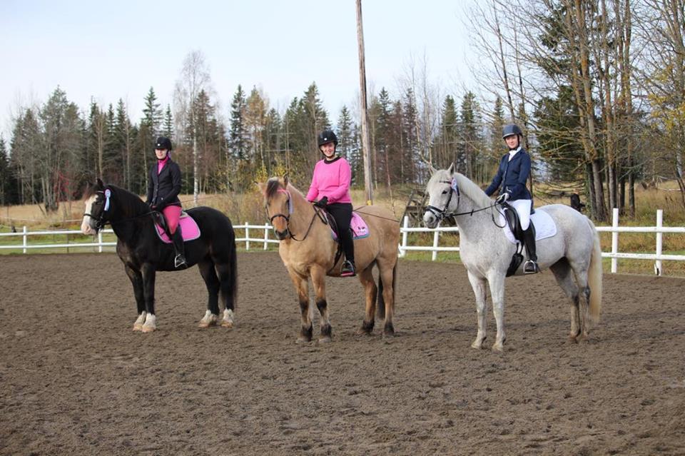 Sofie Lindroth på Åre Elden, Hanna Haglund på Peter Pan och Elsa Svanberg på Doolin. Foto: Helena Svanberg.