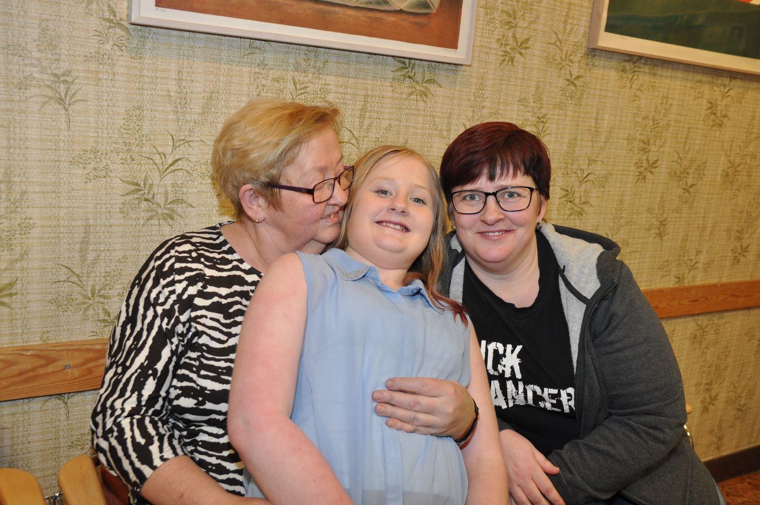Arkivbild 2017. Fr.v mormor Eva Mårtensson, Josefina Lif 13 år och mamma Maria Lif. Foto: Cathrine Blixth.