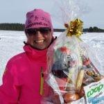 Suzanne Haglund hade tur och vann en delikatesskorg på lotteriet.