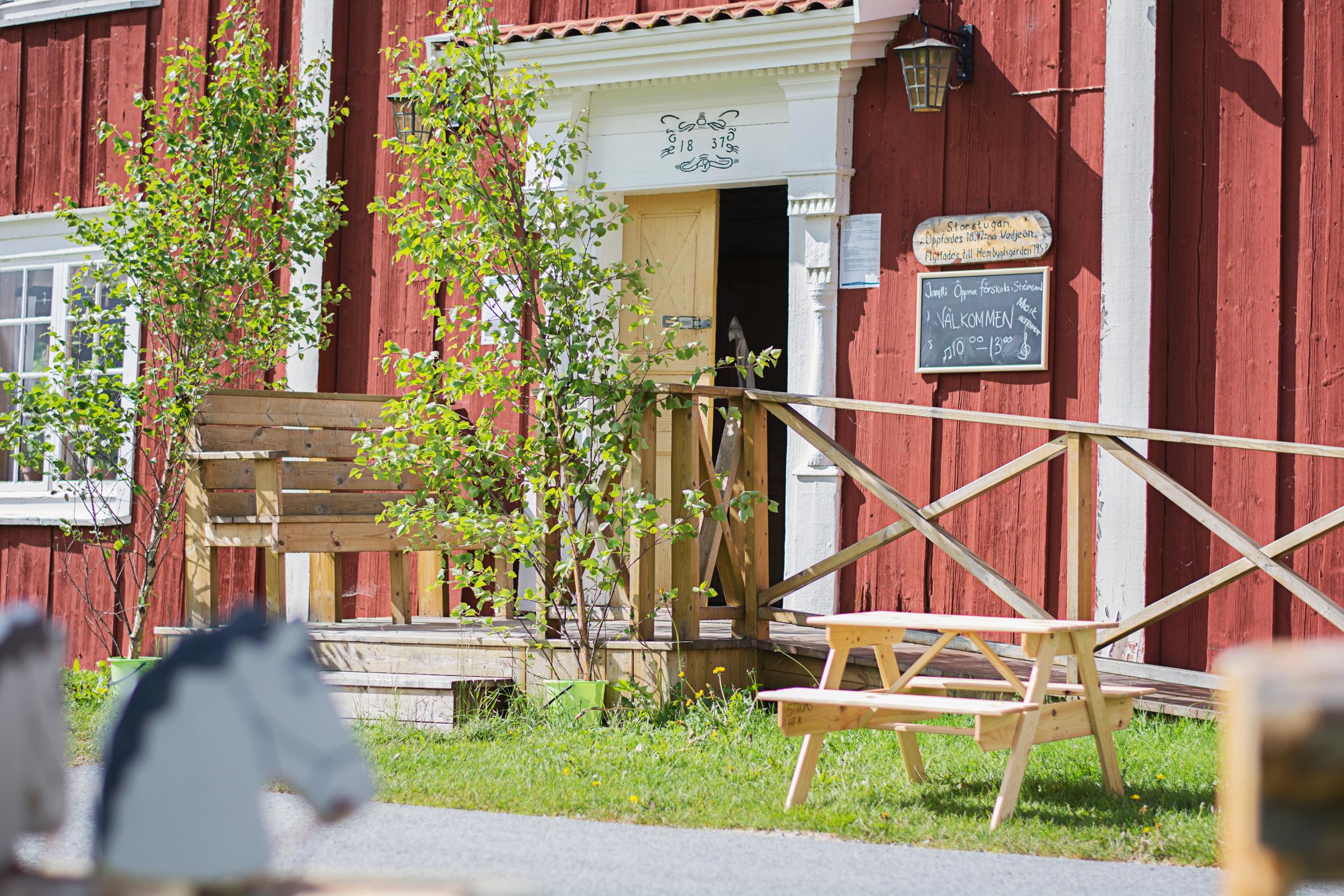 Jamtli öppna förskola håller till i Storstugan på Ströms hembygdsgård. Foto: Pernilla Gunnarsdotter Persson