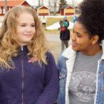 Vi e bästisar sa flickorna som kommer från olika länder och kulturer