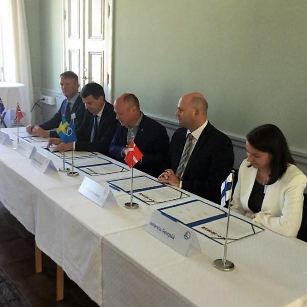 Nordiska Ministrarna som skriver på avtalen. Privat bild.