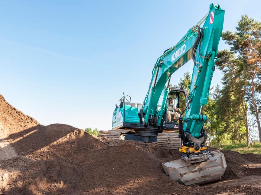 Kobelco grävmaskiner utrustas med Engcons tiltrotatorer och automatisk tiltfunktion