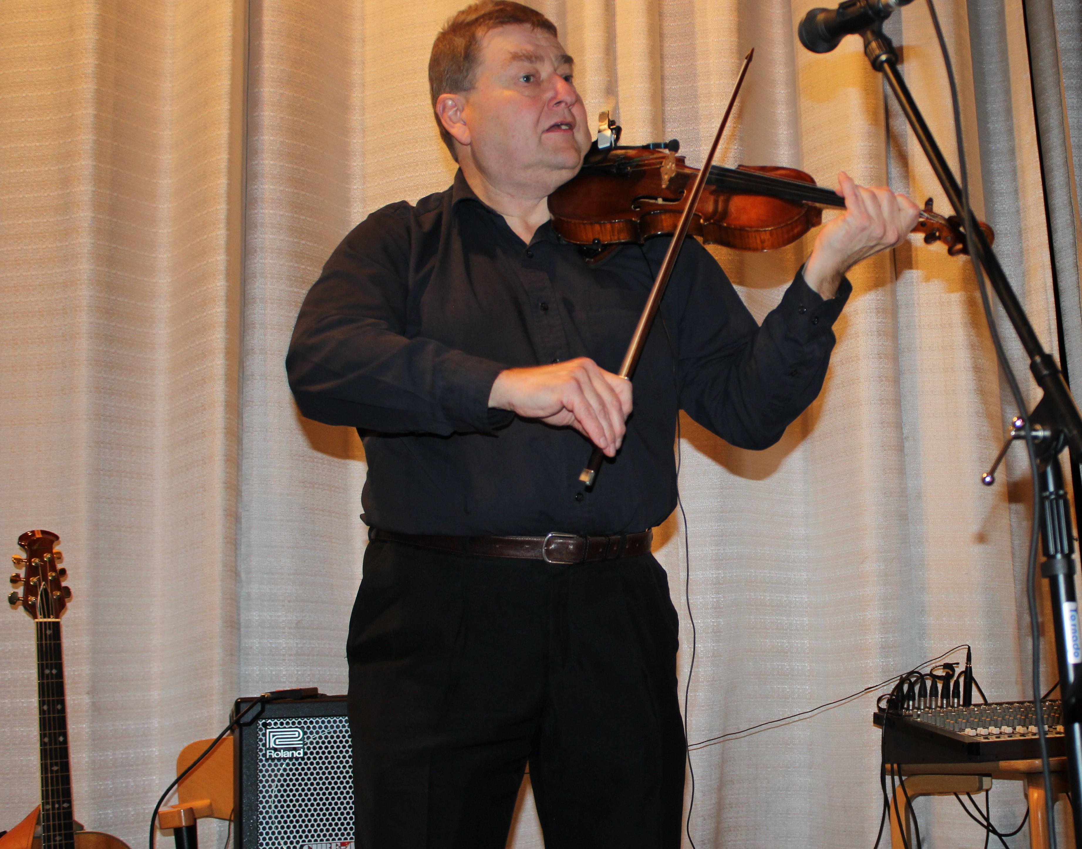 Lars-Håkan Eriksson är både duktig och flitig musiker.
