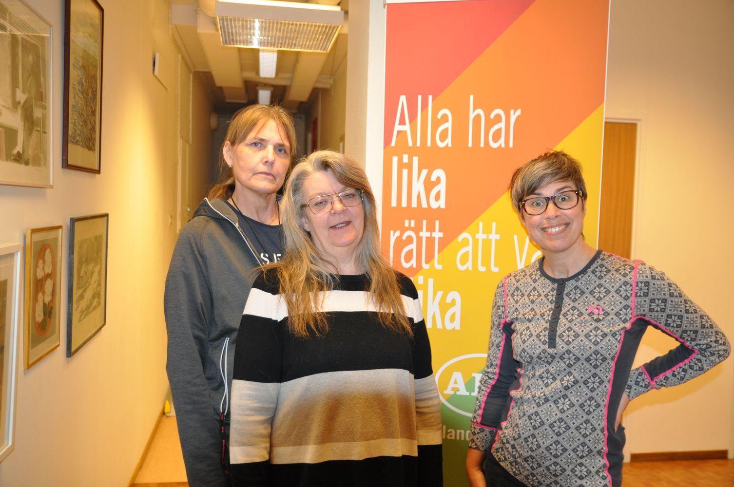 Styrelsen för RSMH i Strömsund fr. Malou Mattsson kassör, Marie Lundquist ordförande och Månica Näslund sekreterare. Foto: Cathrine Blixth.
